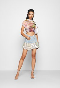 Jaded London - WITH CONTRAST FONT SCENIC PRINT - Print T-shirt - multi - 1