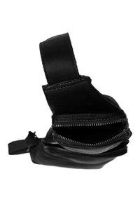 The Chesterfield Brand - Across body bag - black - 2
