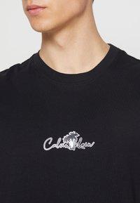 Calvin Klein - SUMMER CENTER LOGO - T-shirt med print - black - 6
