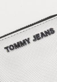 Tommy Jeans - ESSENTIAL - Plånbok - silver - 4