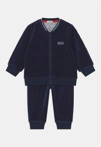 BOSS Kidswear - TRACK SUIT - Tracksuit - navy - 0