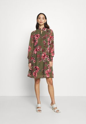 VMNEWSUNILLA SMOCK DRESS - Day dress - kalamata/newsunilla