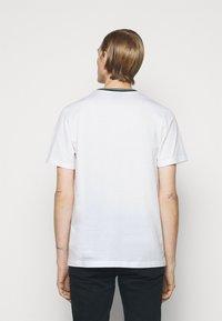PS Paul Smith - MENS REG FIT - Basic T-shirt - white - 2