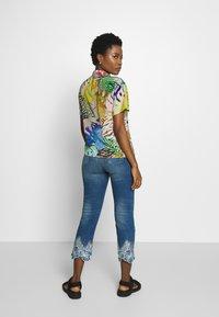 Desigual - HAWIBIS - Jeans slim fit - denim medium wash - 2
