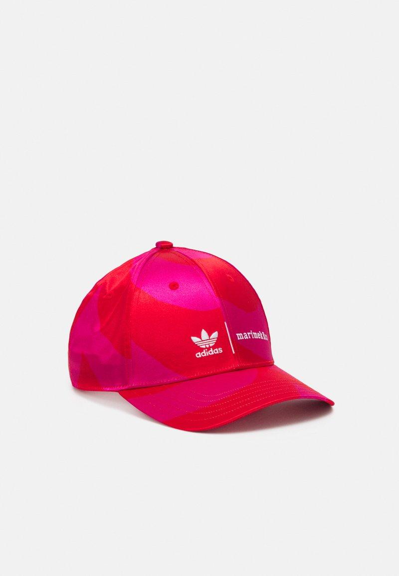adidas Originals - MARIMEKKO UNISEX - Lippalakki - team real magenta/vivid red