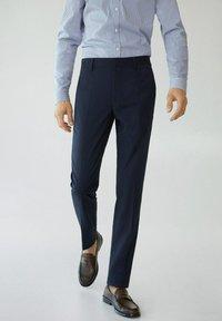 Mango - PAULO - Pantaloni eleganti - dunkles marineblau - 0
