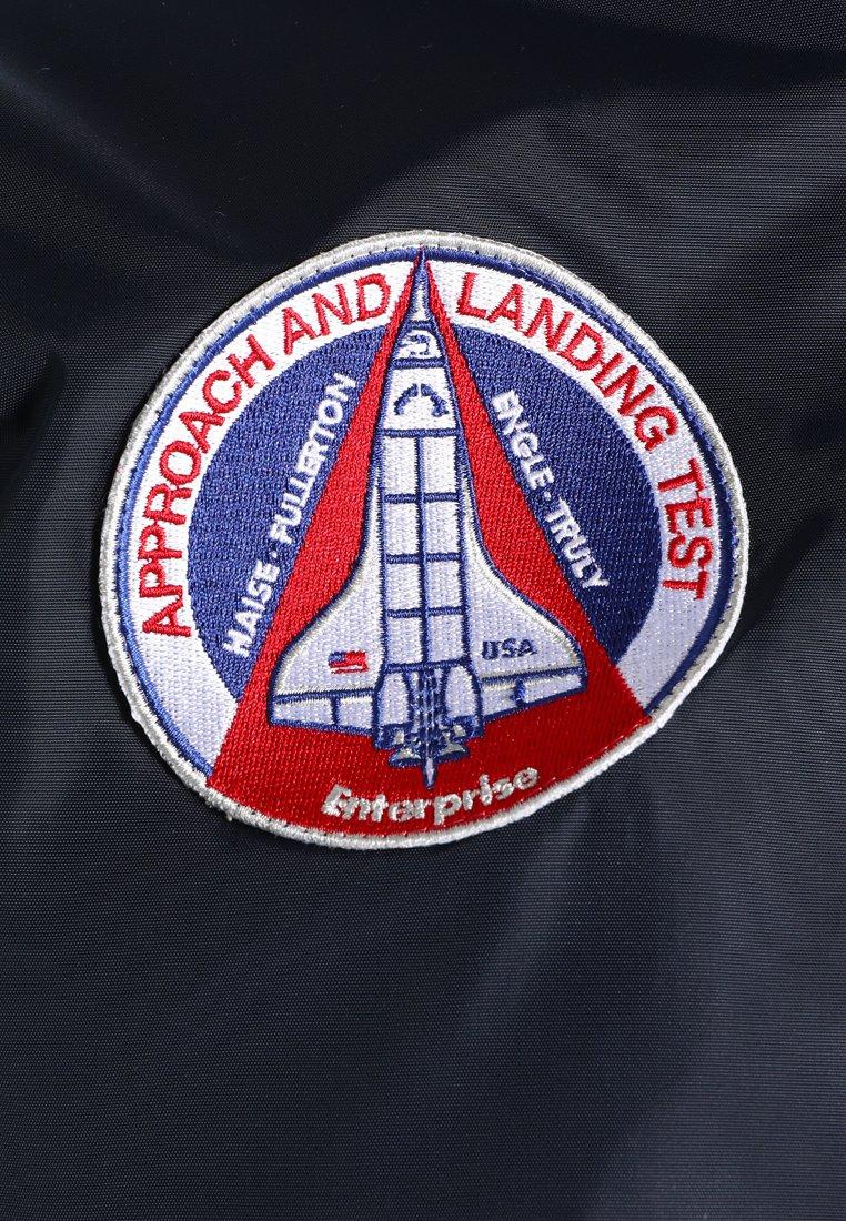 Hanki Uusin Muoti Miesten vaatteet Sarja dfKJIUp97454sfGHYHD Alpha Industries NASA REVERSIBLE II Bombertakki blue