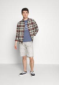 Abercrombie & Fitch - Camiseta estampada - blue - 1