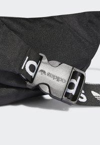 adidas Originals - ADICOLOR WAISTBAND UNISEX - Rumpetaske - black/white - 5