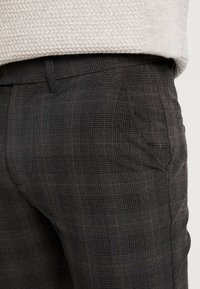 Jack & Jones PREMIUM - JJIMARCO JJCONNOR CHECK - Chino - dark grey - 5