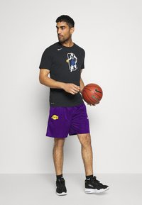 Nike Performance - LAKERS STANDARD ISSUE - Sports shorts - field purple/black amarillo/white - 1