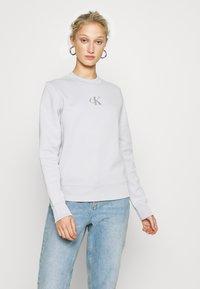 Calvin Klein Jeans - CUT OUT BACK  - Sweatshirt - antique grey - 0