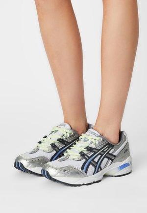 GEL-1090 - Sneakers basse - white/carrier grey