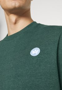 Kronstadt - MARTIN RECYCLED 2 PACK - Basic T-shirt - navy/olive - 7