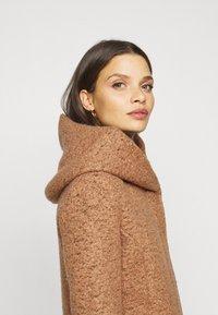ONLY Petite - ONLNEWSEDONA COAT - Classic coat - toasted coconut melange - 3