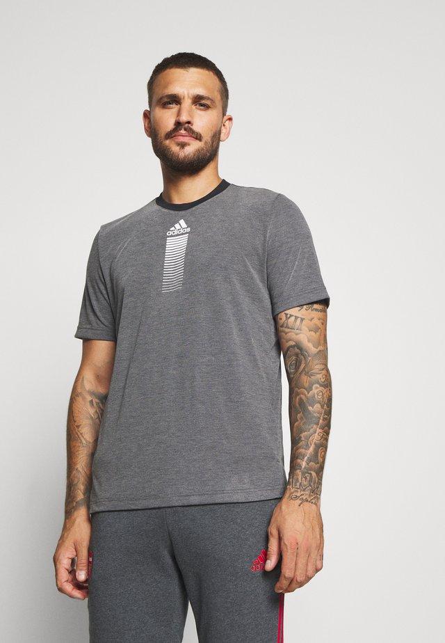 3 STRIPES ARSENAL FC SPORTS FOOTBALL PANTS - Pelipaita - dark grey