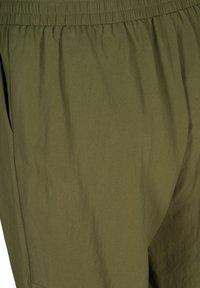 Zizzi - MIT TASCHEN - Shorts - ivy green - 4