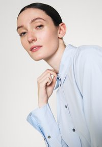 KARL LAGERFELD - EMBELLISHED  - Button-down blouse - cashmere blue - 3