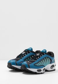 Nike Sportswear - AIR MAX TAILWIND IV - Tenisky - industrial blue/black/pure platinum/white - 3
