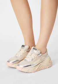 Diesel - S-HERBY LC - Trainers - silver - 0