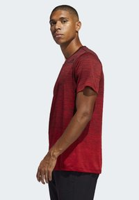 adidas Performance - TECH GRADIENT T-SHIRT - Print T-shirt - red - 2