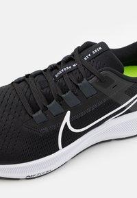 Nike Performance - AIR ZOOM PEGASUS 38 - Neutrale løbesko - black/white/anthracite/volt - 5