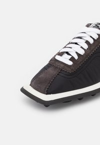 MM6 Maison Margiela - Tenisky - black/charcoal grey - 5