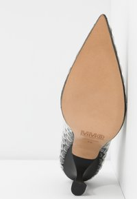 MM6 Maison Margiela - Klasické lodičky - black - 4