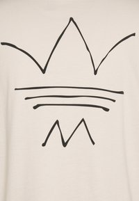 adidas Originals - ABSTRACT TEE UNISEX - Printtipaita - halo ivory - 2