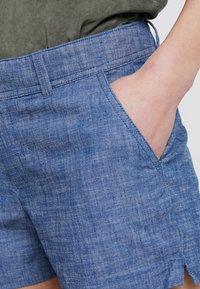 GAP - CITY SHORT CHAMBRAY - Shorts - medium indigo - 3