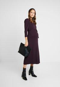 Dorothy Perkins Maternity - BERRY MOLLY DRESS - Robe en jersey - purple - 1