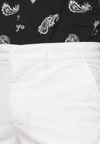 BY GARMENT MAKERS - Shorts - marshmallow - 4