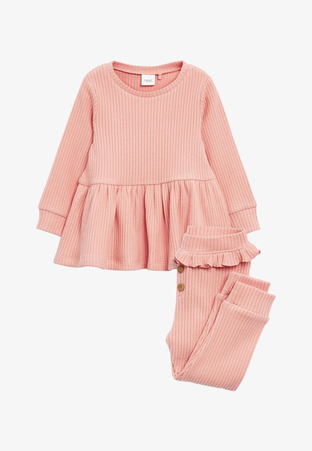 SET - Stickad tröja - pink