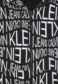 Calvin Klein Jeans - DISTORTED LOGO ZIP HOODIE - Zip-up hoodie - black - 2