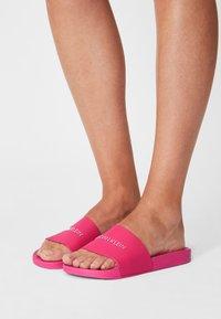 Calvin Klein Swimwear - SLIDE INSTITUTIONAL - Mules - party pink - 0