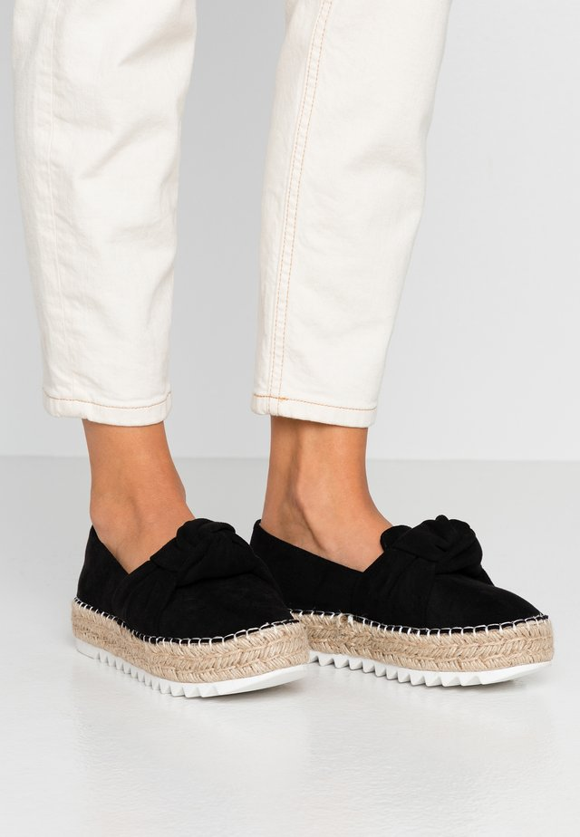 Loafers - black