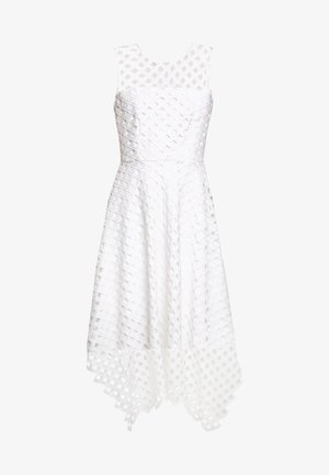 LATTICE EMBROIDERY ANNEMARIE DRESS - Koktejlové šaty / šaty na párty - white