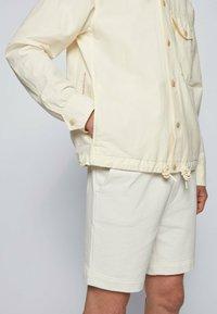 BOSS - LOVEL - Skjorta - light beige - 4