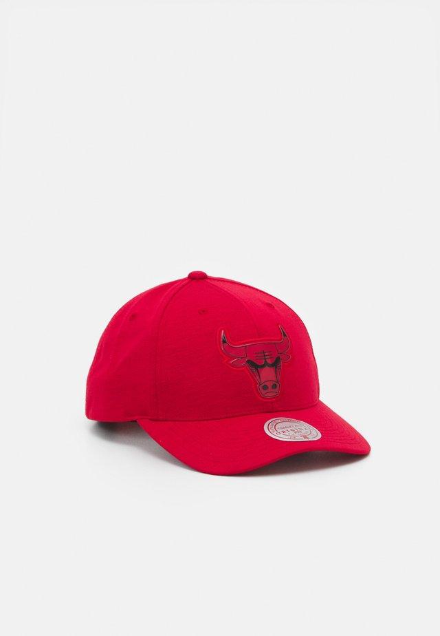 NBA CHICAGO BULLS PRIME LOW PRO - Fanartikel - red