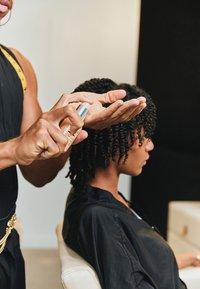 Kérastase - CURL MANIFESTO HUILE SUBLIME REPAIR - Trattamenti capelli - - - 5