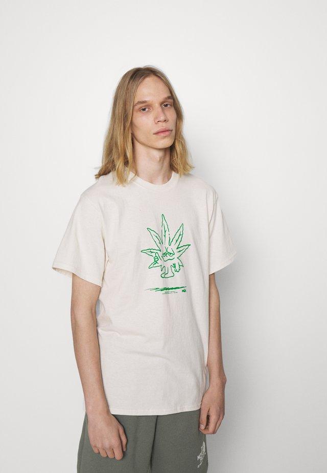 EASY GREEN TEE - T-shirt med print - natural