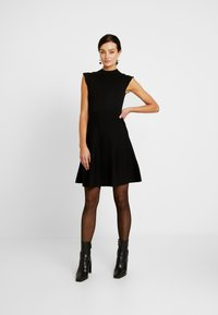 Forever New - BILLY FIT AND FLARE DRESS - Vestido de punto - black - 2