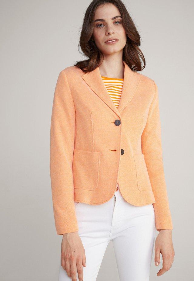 JAIMI - Blazer - orange-weiß