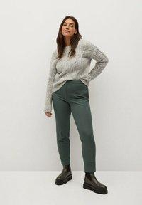 Violeta by Mango - JOSE8 - Trousers - grün - 1