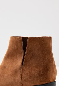 Bianco - BIADARLEY V-CUT - Ankle boots - cognac - 2