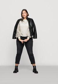 Vero Moda Curve - VMLILI - Sweatshirt - birch - 1