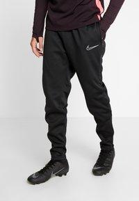 Nike Performance - ACADEMY PANT WINTERIZED - Pantalon de survêtement - black/silver - 0