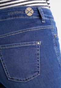 MAC Jeans - DREAM - Straight leg jeans - mid blue - 4