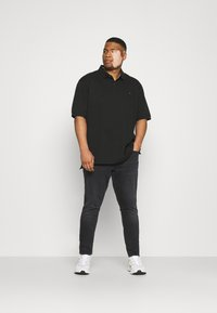 Tommy Jeans Plus - Slim fit jeans - black denim - 1