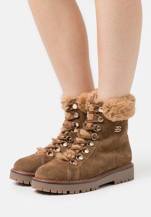 SANREMO BOOTIE - Snowboots  - camel
